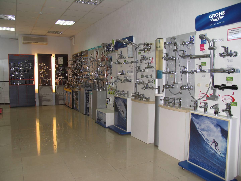 Выставочный зал 2-й этаж | душевые гарнитуры